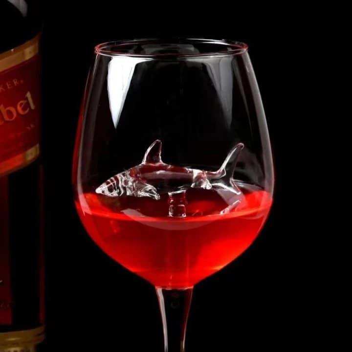 shark Red wine glass