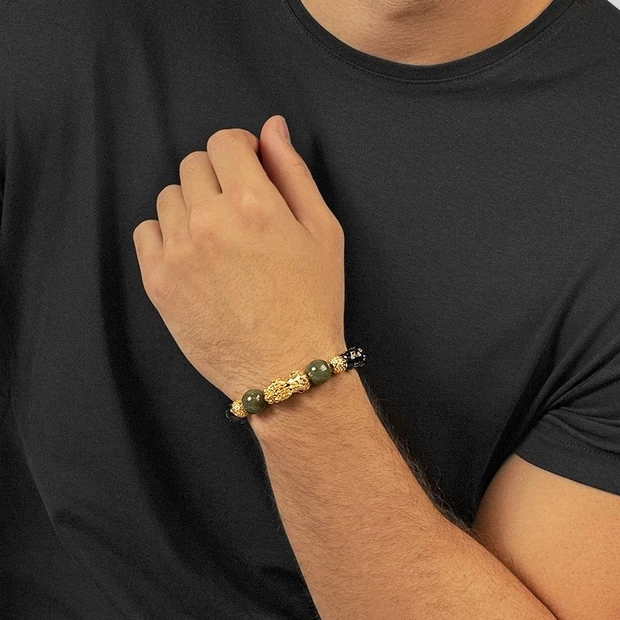 What is the Pixui Bracelet Used for?